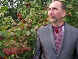 Літературний редактор інформаційно-видавничого центру єпархії, член Спілки християнських письменників України Віктор Гребенюк