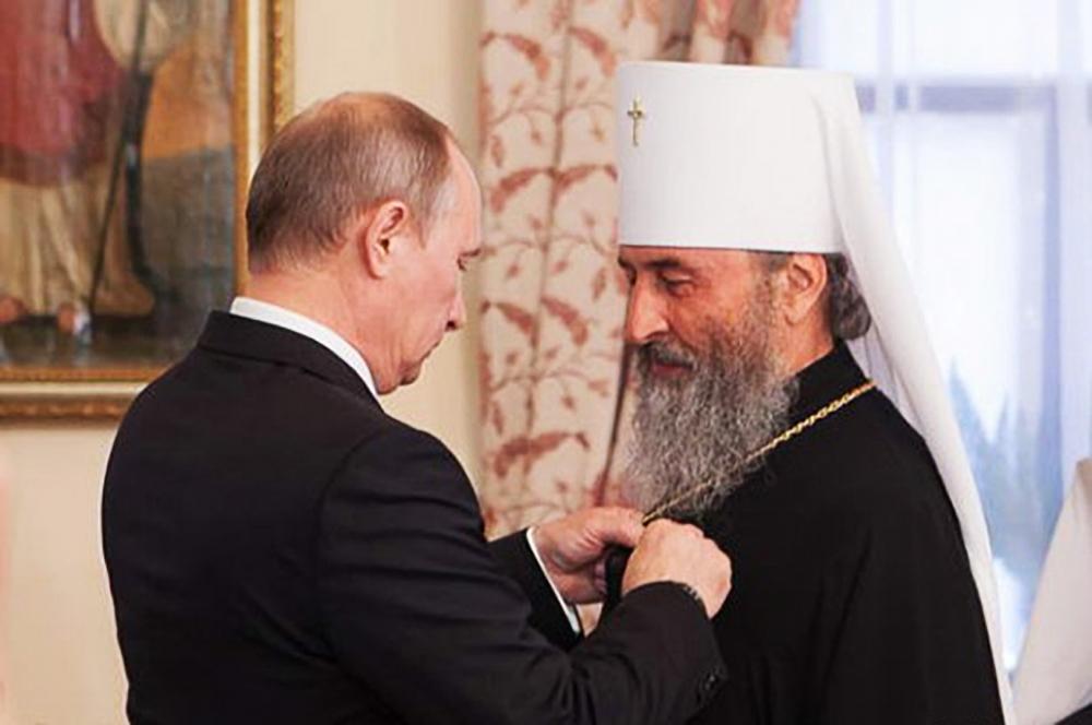 Увидите людей, которые призывают силой взять Лавру, монастырь или храм, знайте - это московская агентура, - Порошенко - Цензор.НЕТ 490